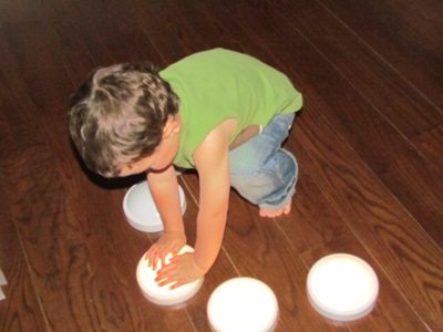 Have fun with button lights in preschool