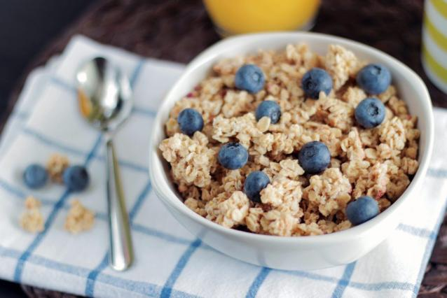 blueberry-bowl-cereal-healthy breakfast ideas