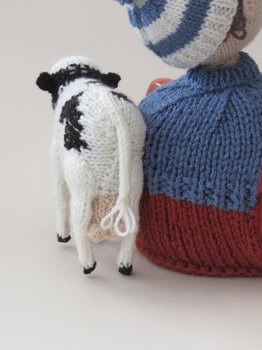 Dairy Farmer tea cosy knitting pattern