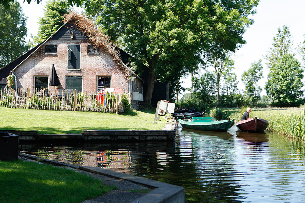 Travel to Giethoorn