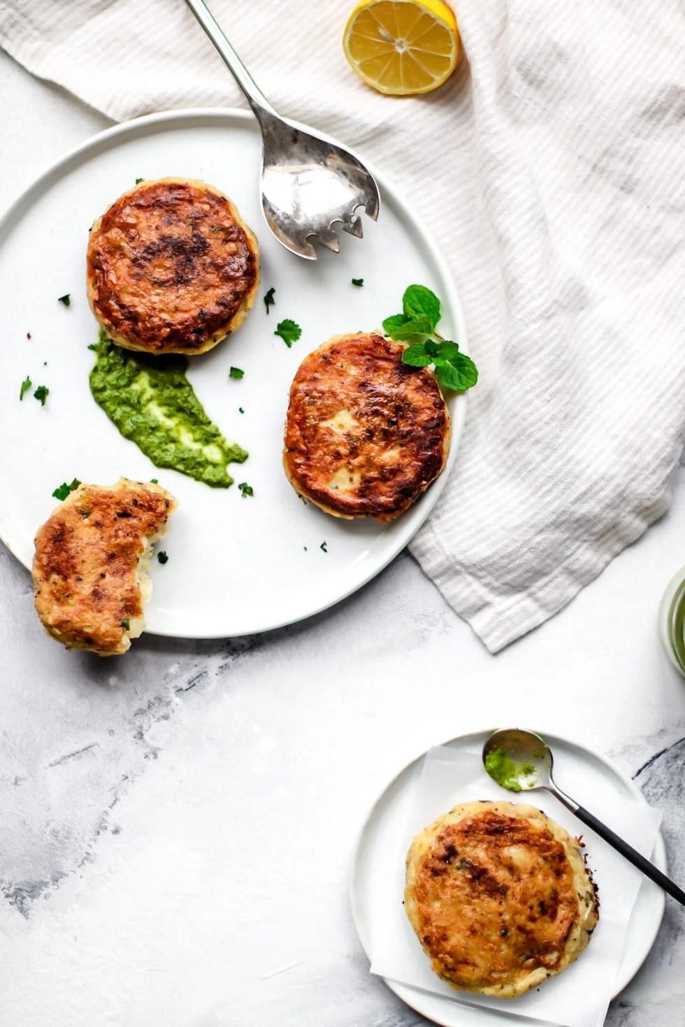 Aloo ki tikki - potato cutlets with chutney