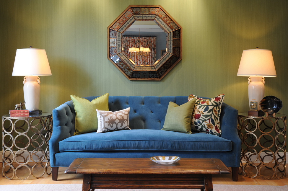 Living Room With Green Wallpaper And Blue Sofa Green Walls Blue Couch 975x647 Wallpaper Teahub Io