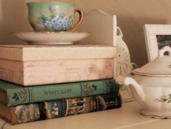 vintage-book-tea-pretty-teacup-Favim_com-485263