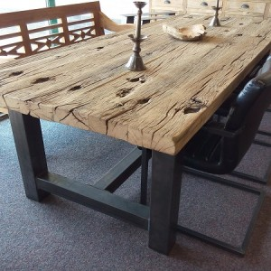 Teak eettafels  Ruwe tafels van oud hout gemaakt  Teak