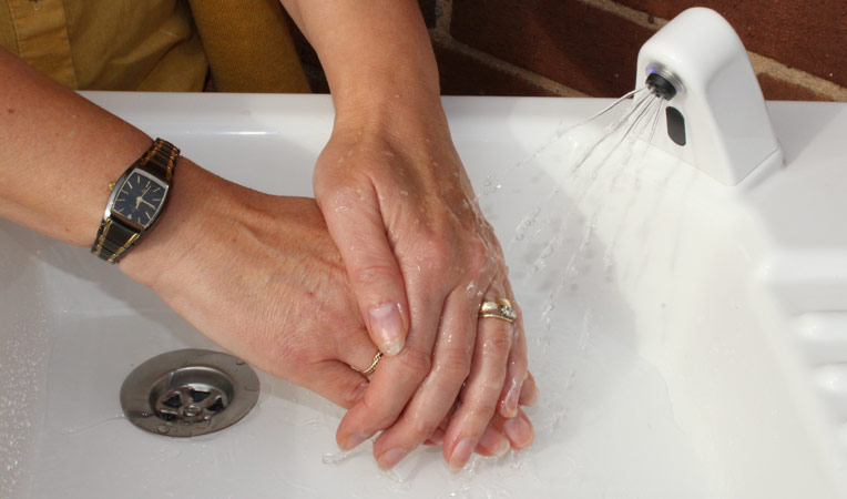 Why it is essential to wash (and dry) your hands before applying makeup