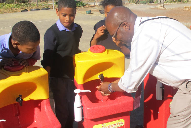 Teaching handwashing in school with a KiddiSynk portable sink