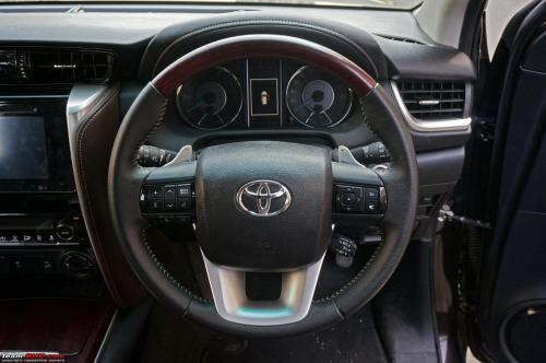 small resolution of the best stock steering wheel among indian cars 2016toyotafortuner05 jpg