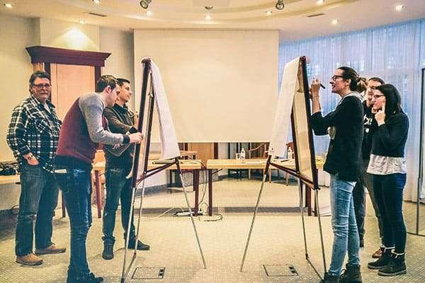 Mit einem Workshop Orientierung für Mitarbeiter schaffen