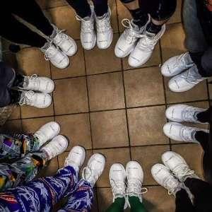 Gebrandete Schuhe als Mitarbeitergeschenk bei der Weihnachtsfeier