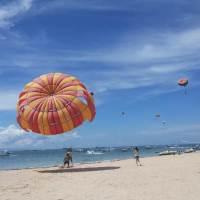 Team Building Pantai Tanjung Benoa