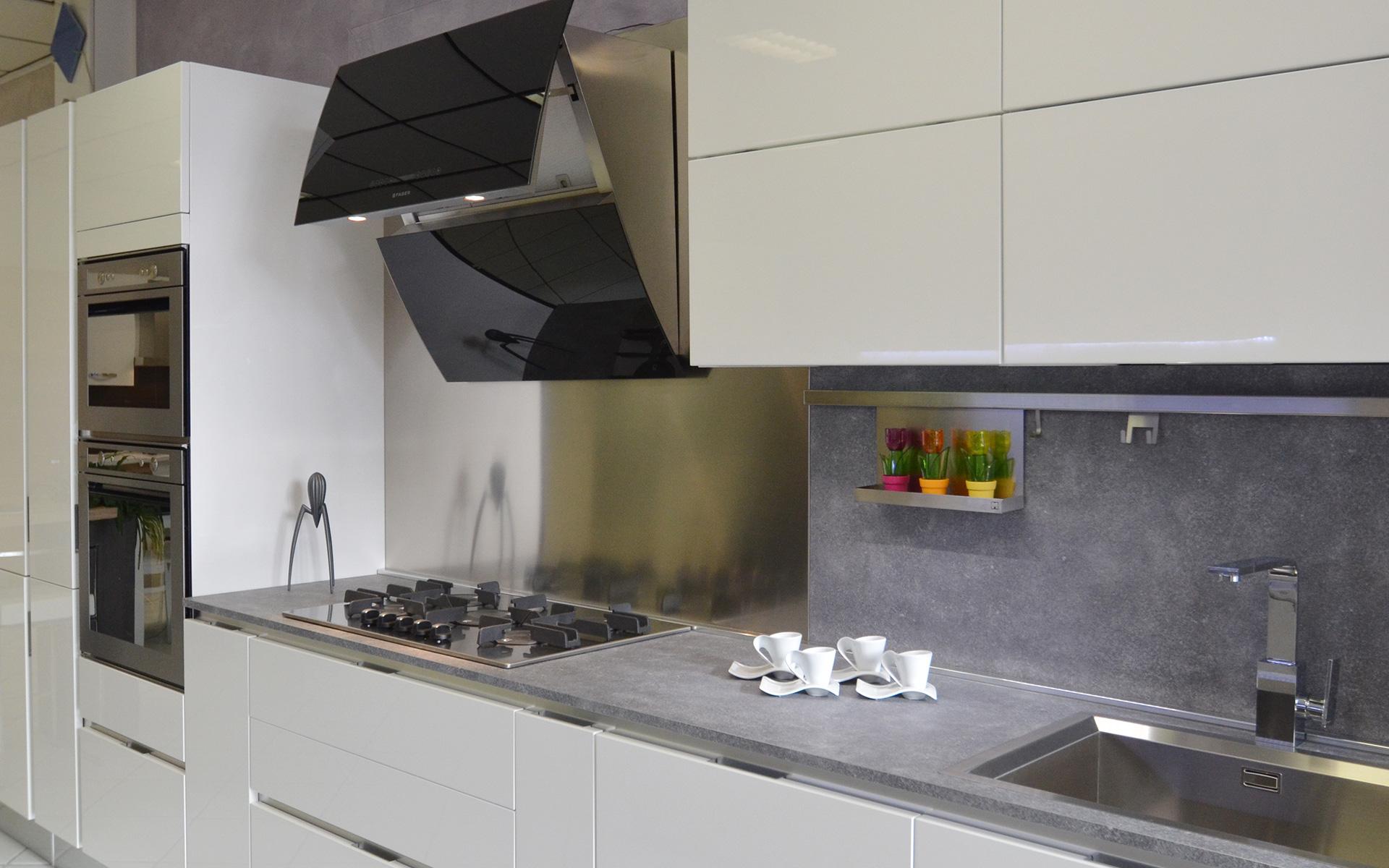 Cappe aspiranti per cucine lavelli rubinetteria accessori e complementi per la cucina  Team