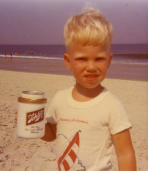 kid drinking beer beach photos funny family photos, family portraits bad family photos, funny family photos, weird, strand awkward, fail, stupid, worst family photos, awkward family photos, epic fails, stupid people, bad tattoos, weird family pictures, crazy wtf