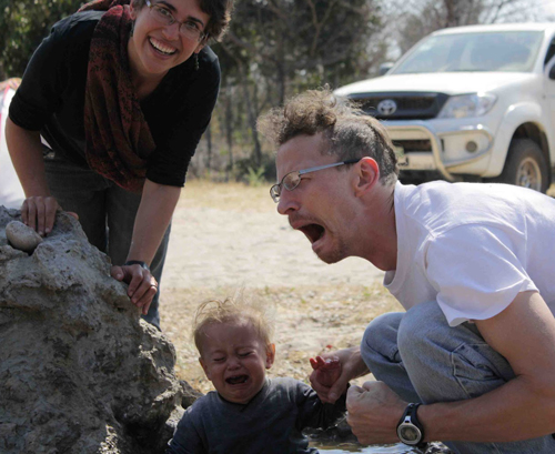 Screaming at a rock, funny family pictures, worst family photos, wtf, awkward family photos