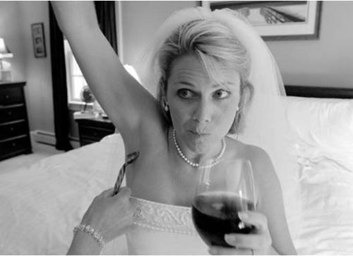 Bride Shaving arm pit drinking wine Funny Wedding Pictures, bad wedding photography, stupid, awful, worst, wedding dresses