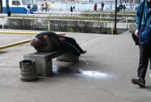 Laziest people lazy man peeing on street funny pictures stupid people weird pictures random bad family photos awkward family photos product names
