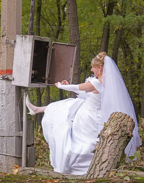 Funny Wedding Pictures Bad Wedding photos worst wedding pic ugly wedding dresses drunk bride groomsmen awkward family photos bad family bridesmaid dresses wedding receptions wedding djs russian wedding worst tattoos bad tattoos