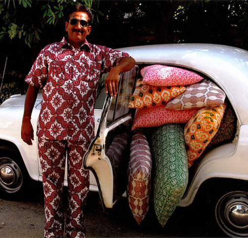 Man with Pillows car filled with Bad Family Portraits, Bad Family Photos, Ellen, funny family photos, worst family pics, funny pictures, awkward family photos, wtf, ugly people, stupid people, crazy people, people of walmart