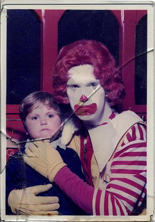 Kid sitting on Scary Ronald McDonald lap Bad Family Portraits, Bad Family Photos, Ellen, funny family photos, worst family pics, funny pictures, awkward family photos, wtf, ugly people, stupid people, crazy people, people of walmart