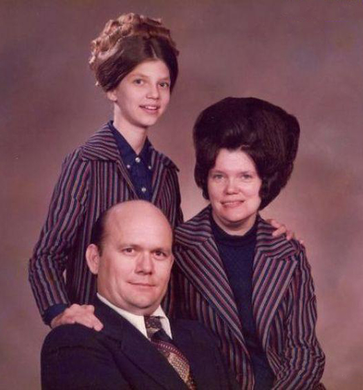 Big Hair Family Portrait Olan Mills Bad Family Portraits, Bad Family Photos, Ellen, funny family photos, worst family pics, funny pictures, awkward family photos, wtf, ugly people, stupid people, crazy people, people of walmart