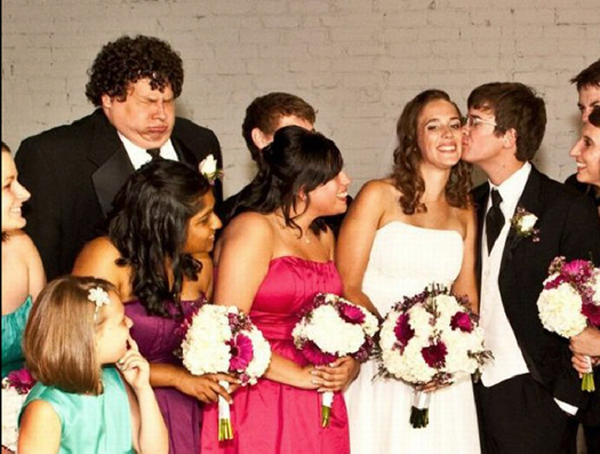 Brid Groom Kissing Funny Face Funny Wedding Pictures Bad Wedding Photos Worst Wedding Pics Disasters Crazy Photography ideas