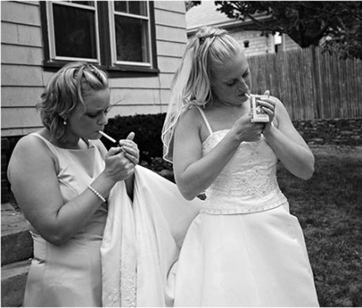 smoking bride Funny Wedding Pictures Bad Wedding Photos Ugly Wedding Dresses Fail Horrible Awkward Family worst strange