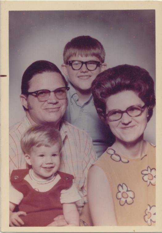 Vintage 1950s family portrait glasses - Funny Awkward Family Photos. Strange & Crazy