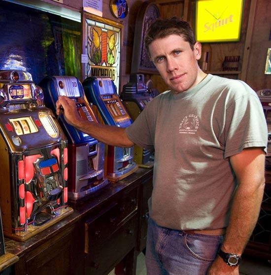 Funny Pctures of Carl Edwards Slot Machines – Kobalt Tools 400 Las Vegas NASCAR Pictures Driver Photos