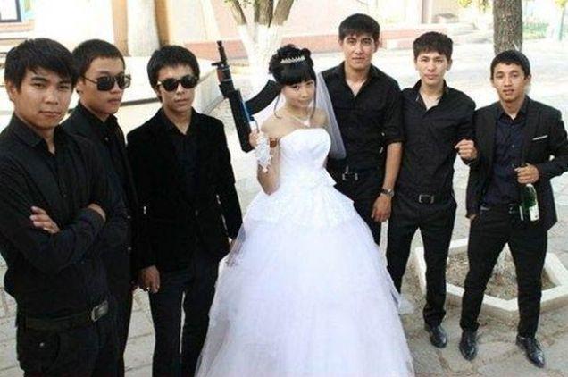 Bas Ass Brides – 14 Awkward, Funny Wedding Photos
