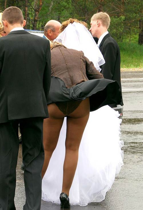Oops! Flash! ~ 14 Funny Wedding Pictures
