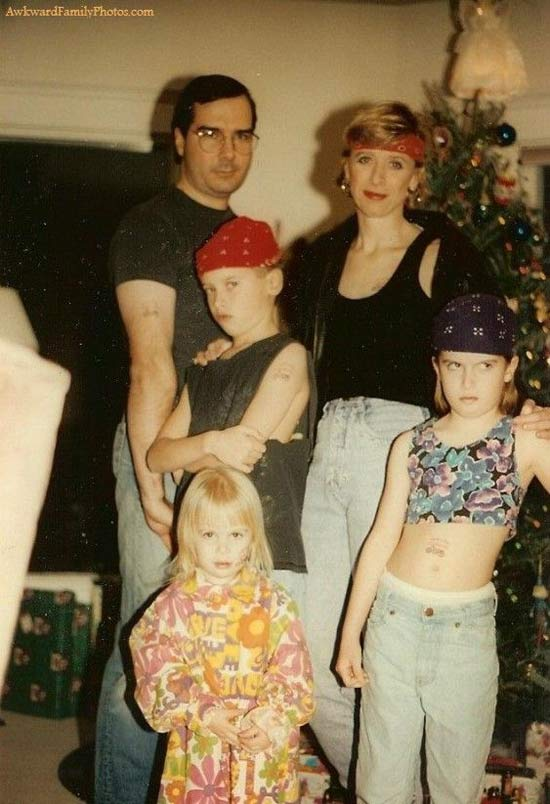 1980s Christmas Card ~ 27 Funny & Creepy Family Christmas Photos