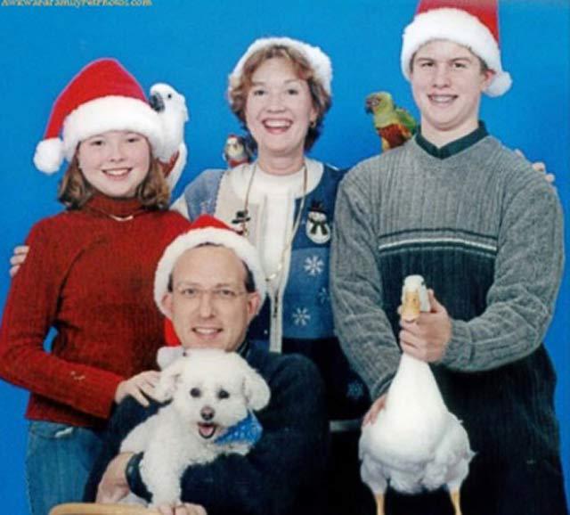 Choking a Duck ~ 27 Funny & Creepy Family Christmas Photos