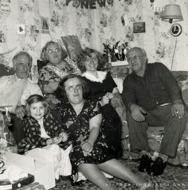 ~ 27 Funny & Creepy Family Christmas Photos