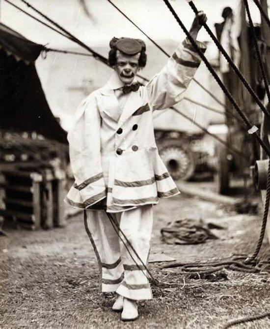 Creepy Old Vintage Photos~ scary circus clown