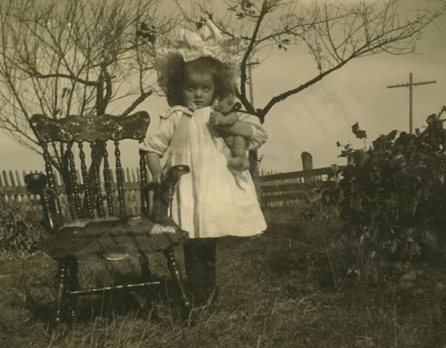 Creepy Old Vintage Photos~ girl and rocking chair