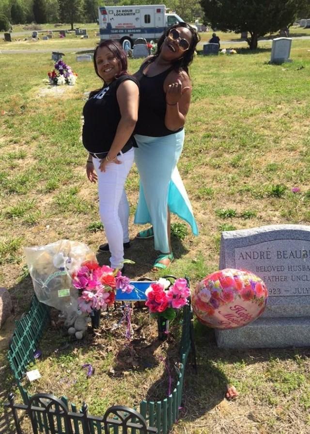 awkward family pohots moms grave posing