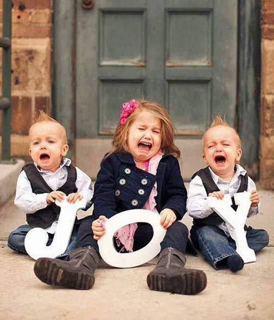 Funny Awkward Christmas Photos ~ Holiday card, kids crying, joy
