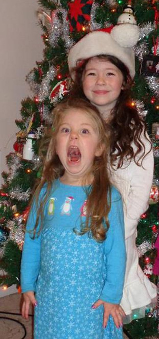 Funny Awkward Christmas Photos ~ Girls posing in front of cream screaming