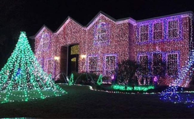 Funny Christmas pics, house covered in lights