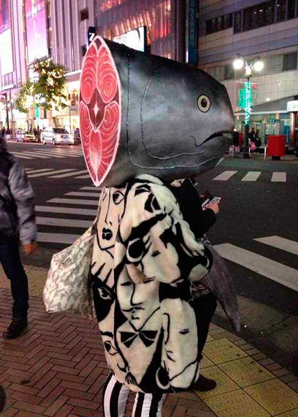 33 Funny Pics of the Day ~ woman on street in wearing fish head