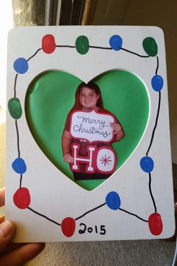 41 Funny Christmas Photos ~~ Girl with signs, Merry Christmas Ho