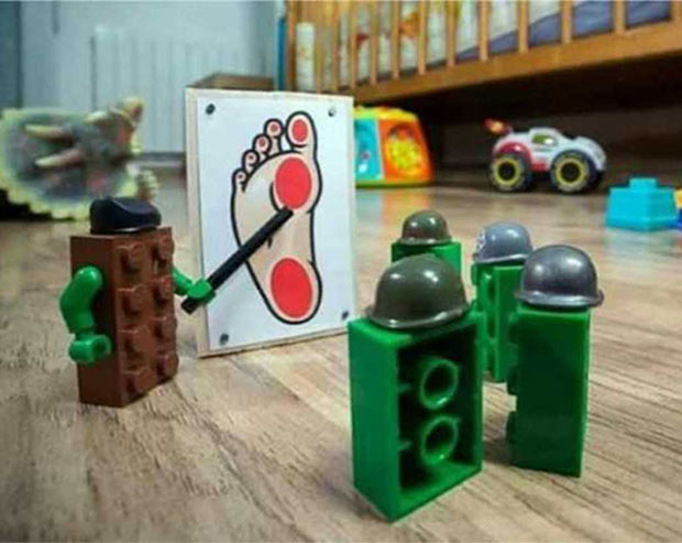 35 Funny Pics ~ Lego soldiers planning foot attack