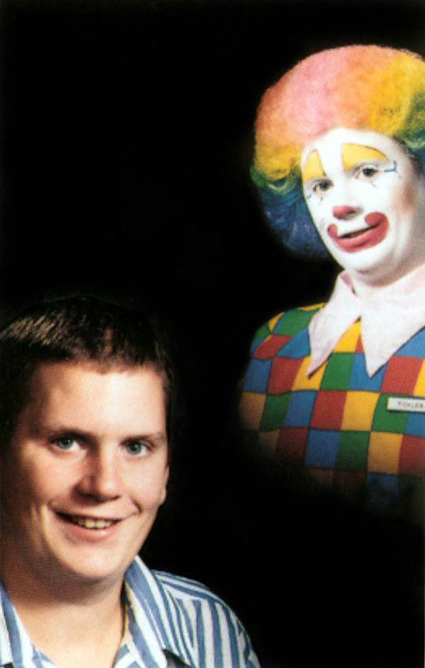 27 Funny Family Photos & Vintage Snaps ~ Creepy portrait with clown sillhouette
