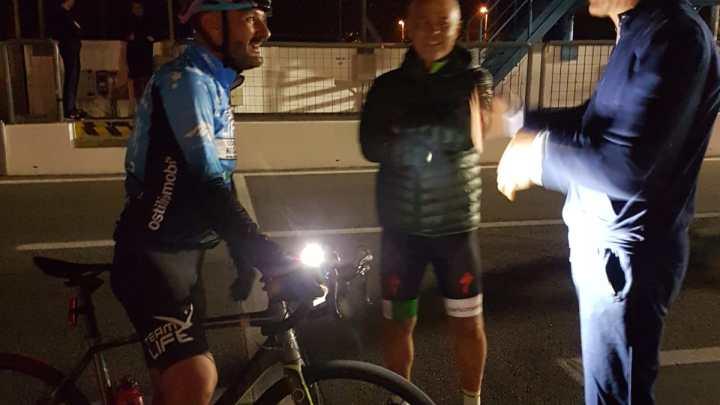 Ersilio a colloquio con l'amico Stefano Ghidotti dopo il suo turno di gara