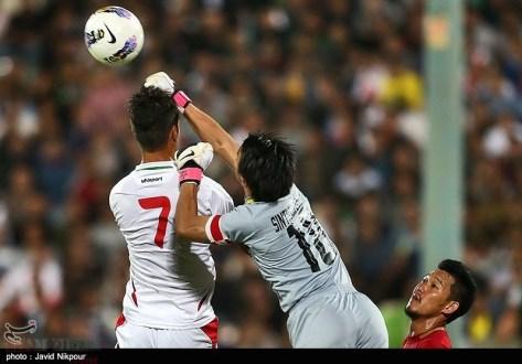 Thai GK punches over Shojaei's head