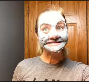 Paulina-using-Carbonated-Bubble-Clay-Mask