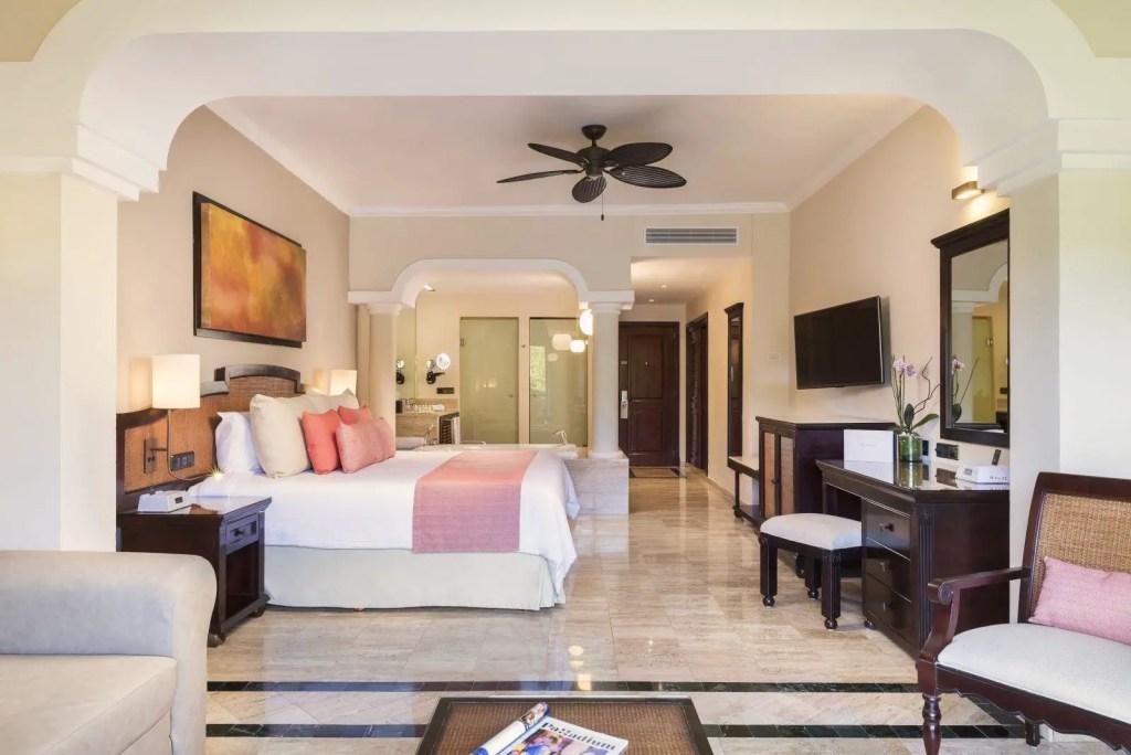 170117 CUN Habitación junior Suite White Sand Vista2 AR
