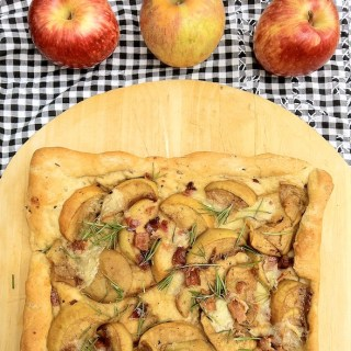 Maple Walnut Apple Crisp: Apple Recipe Roundup