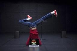 headstand-joker