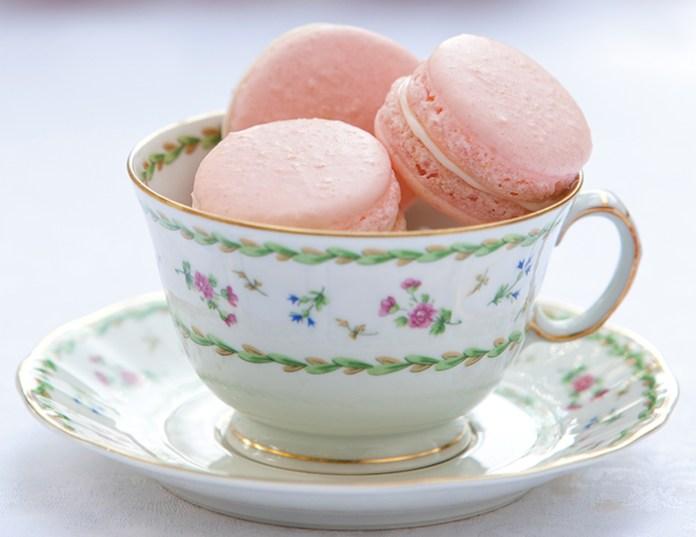 strawberries-cream-french-macarons