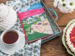 Krista Davis'The Diva Sweetens the PieAwakens the Appetite for Mystery